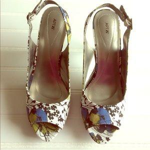 🆕Apt. 9 Floral Pattern Sling Back Open Toe Shoes.